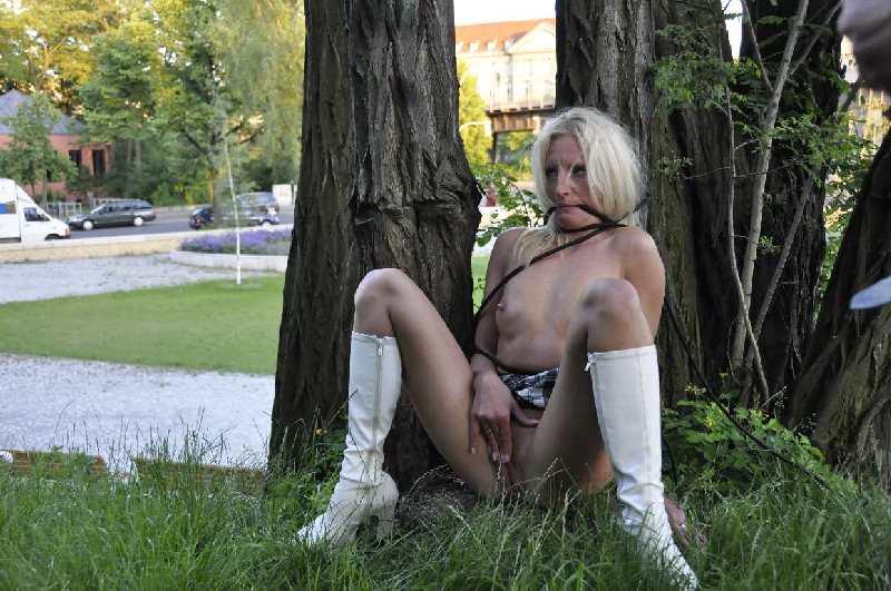 outdoor nackt gefesselt